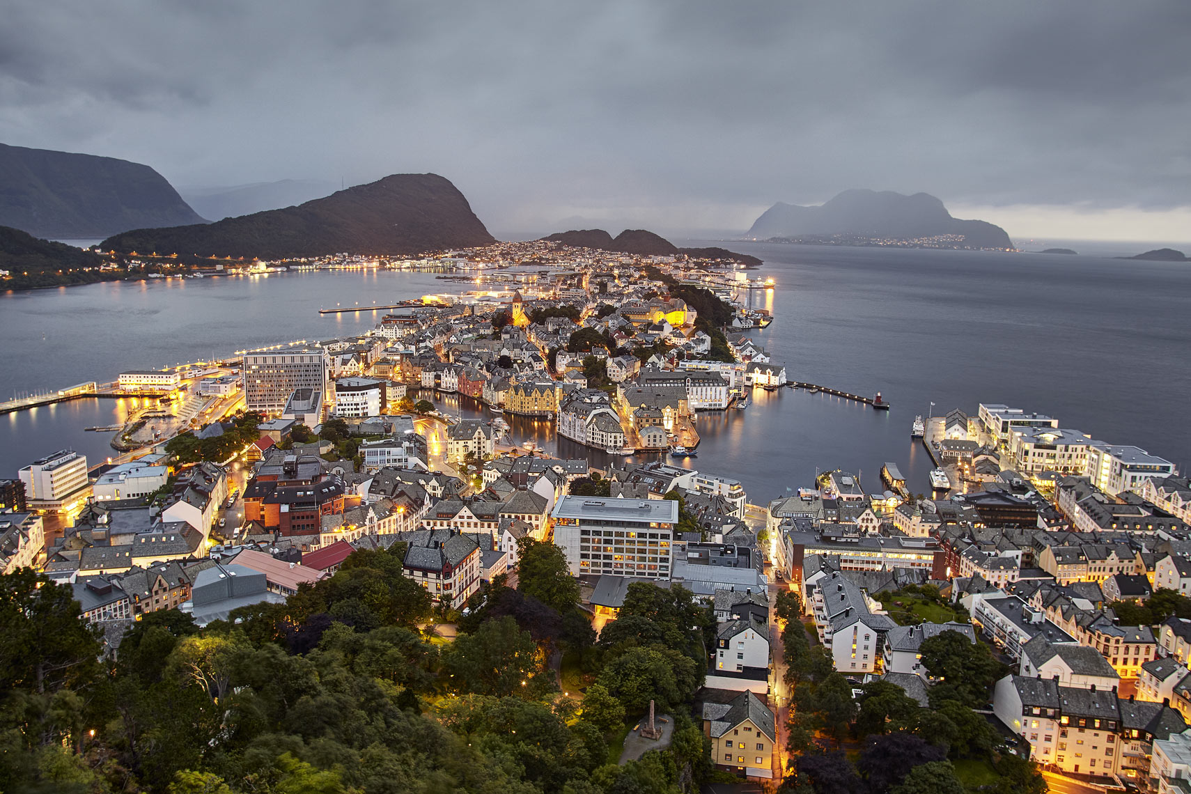 Alesund-by-night