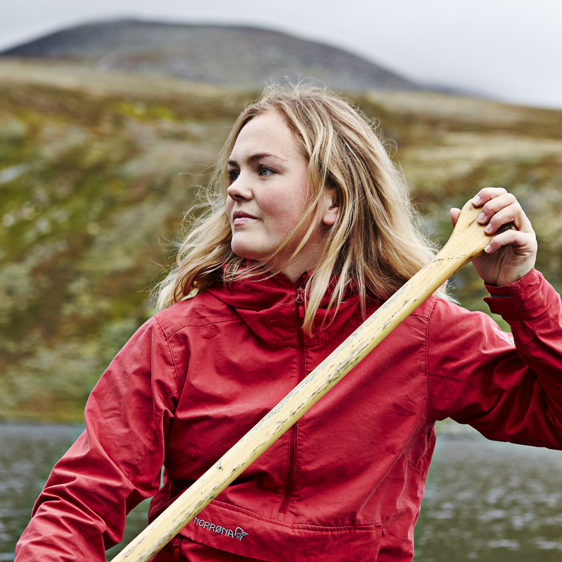Silje canoeing on Rondvatnet_2